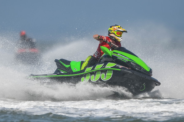 Carl Lofthouse dominated Am300 class.