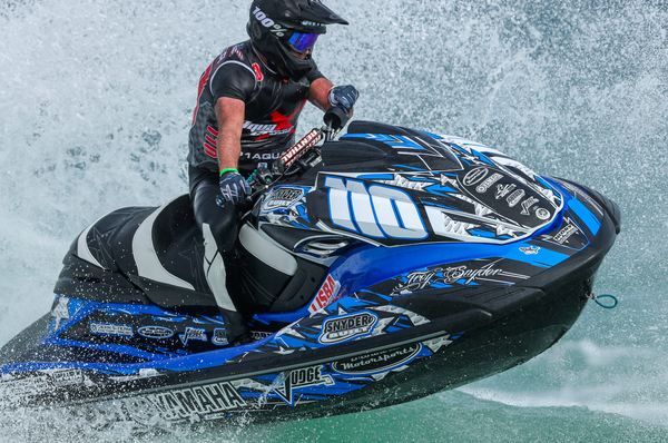 Troy Snyder wins takes the World Cup title in Veteran's Runabout