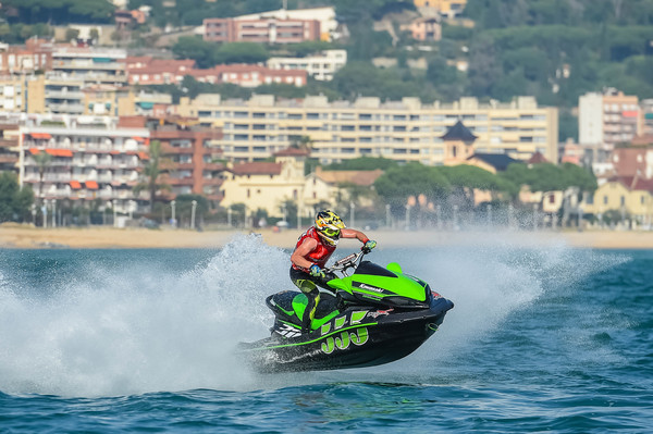 Kawasaki Ultra 310 qualifies for the AquaX 300 class