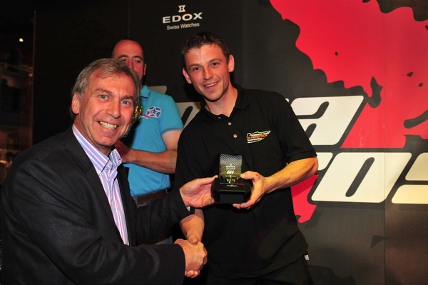 Am 300 Champion Dave Huddleston receives his winning Edox time piece from Adrain McGillivray